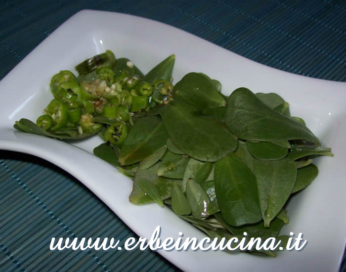 Hot green purslane salad