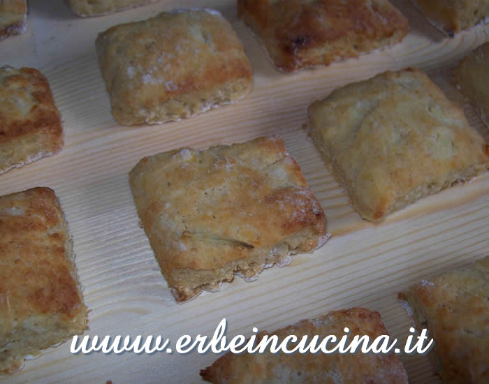 Kamut savory biscuits with rosemary