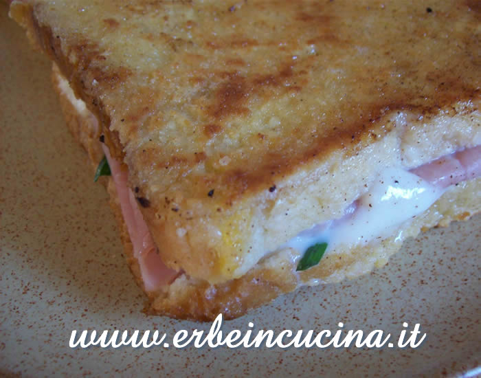 Mozzarella fried sandwiches with chives garlic
