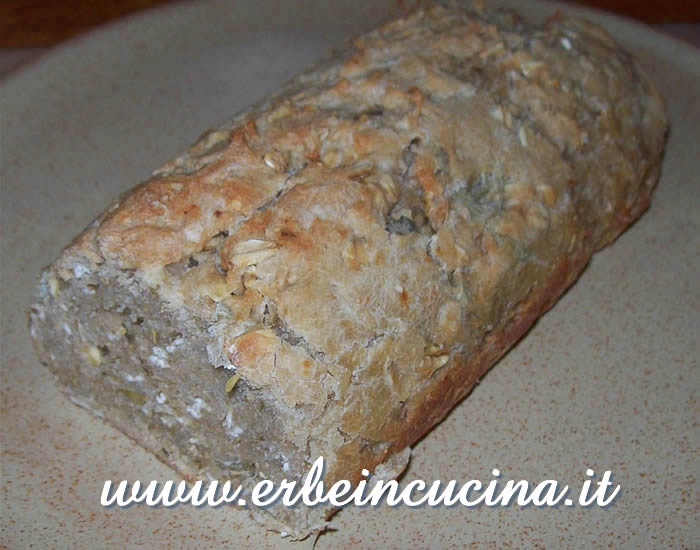 Whole wheat bread with thyme and sage