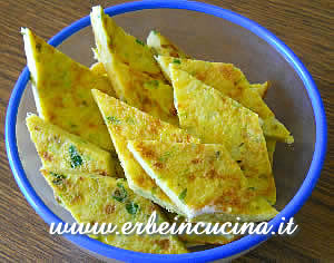 Courgette omelette with aromatic herbs