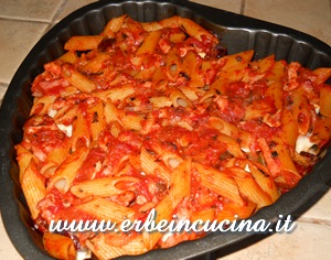 Baked pasta with peppers and cinnamon basil