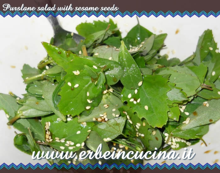 Purslane salad with sesame seeds